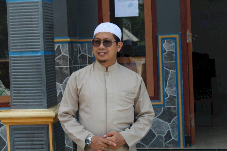 Pengasuh Pondok Pesantren Darul Faqih-Malang,Ustadz H. Faris bersilahturahmi ke Ponpes Al Falah Leces